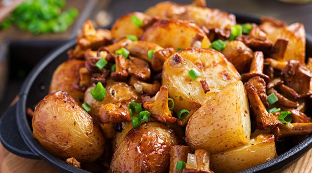 Batatas rústicas assadas com alho